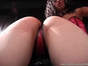 Ebony domina has fun with stunning bitch