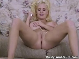 Busty Mariah Lynn playing her pussy with..
